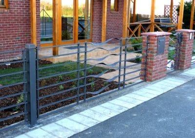 Kovaný plot s brankou