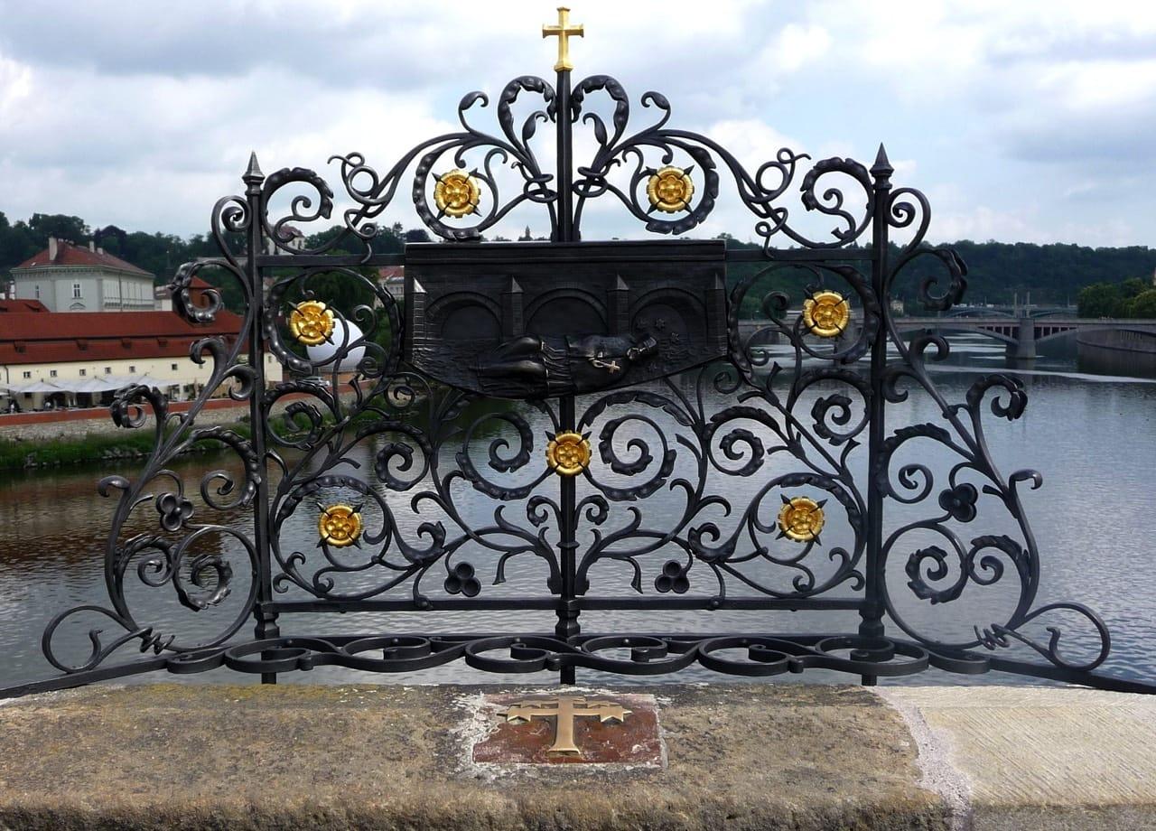Karlův most historická mříž