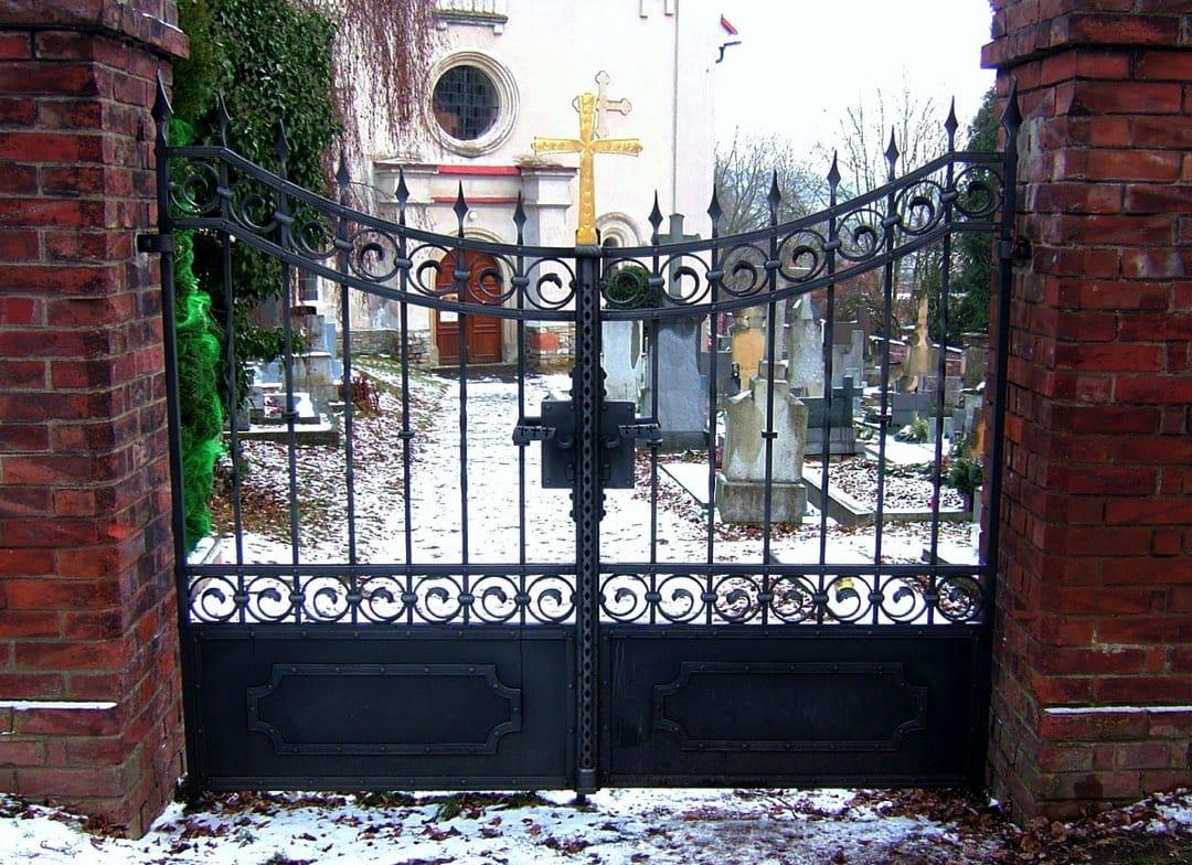 Kovaná brána a oplocení